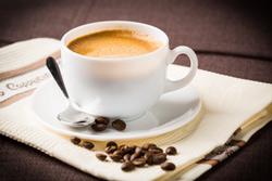 מהי הדרך הטובה ביותר להגיש קפה ללקוחות המשרד שלכם?