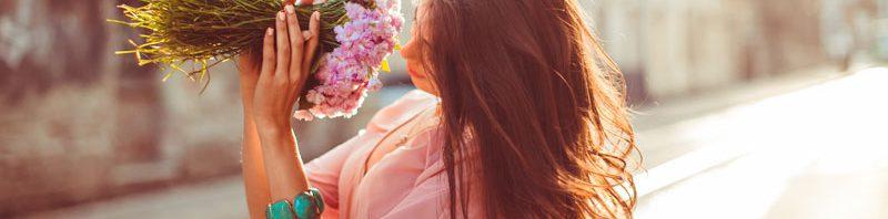 """שמעת על העו""""ד שקנה זר פרחים מפלסטיק לאהובתו?"""